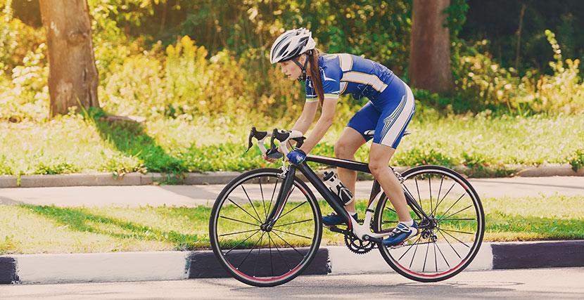 Bör man bära cykelhjälm eller ej?